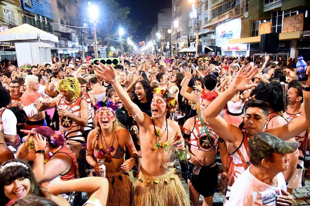 Desfile de bloco no carnaval friburguense (Arquivo AVS)