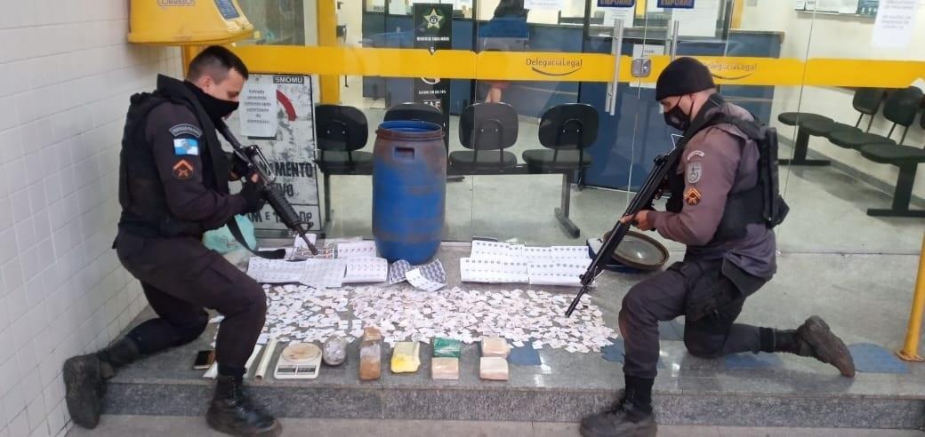 A droga apreendida no Catarcione (Foto: 11 BPM)