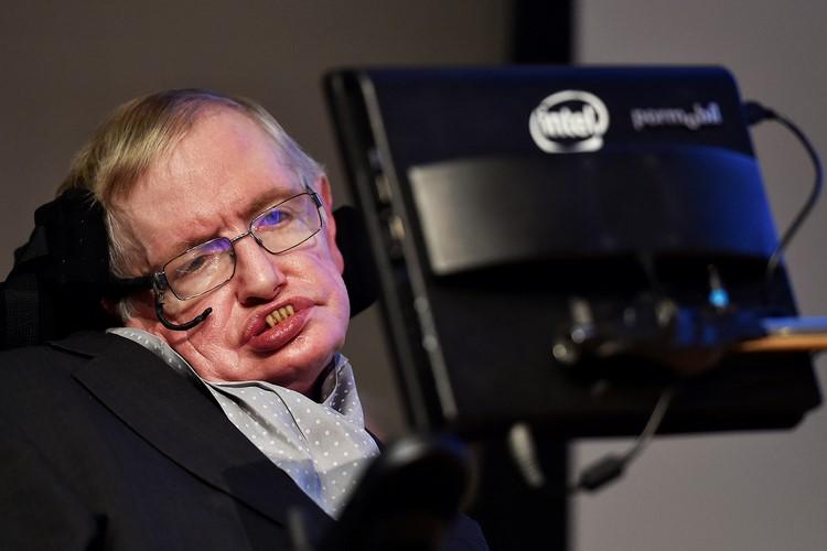 O astrofísico Stephen Hawking (veja.com.br)