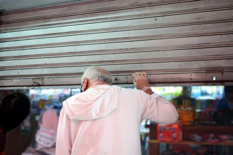 Comércio fechando as portas em Nova Friburgo (Arquivo AVS/ Henrique Pinheiro)