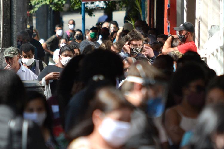 Movimento nas ruas de Friburgo em plena pandemia (Foto: Henrique Pinheiro)
