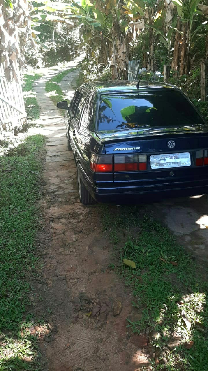 O carro onde o corpo foi encontrado, em Lumiar (Foto: 11 BPM)