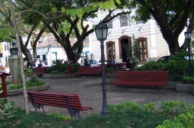 A praça da pacata Duas Barras (Arquivo AVS)