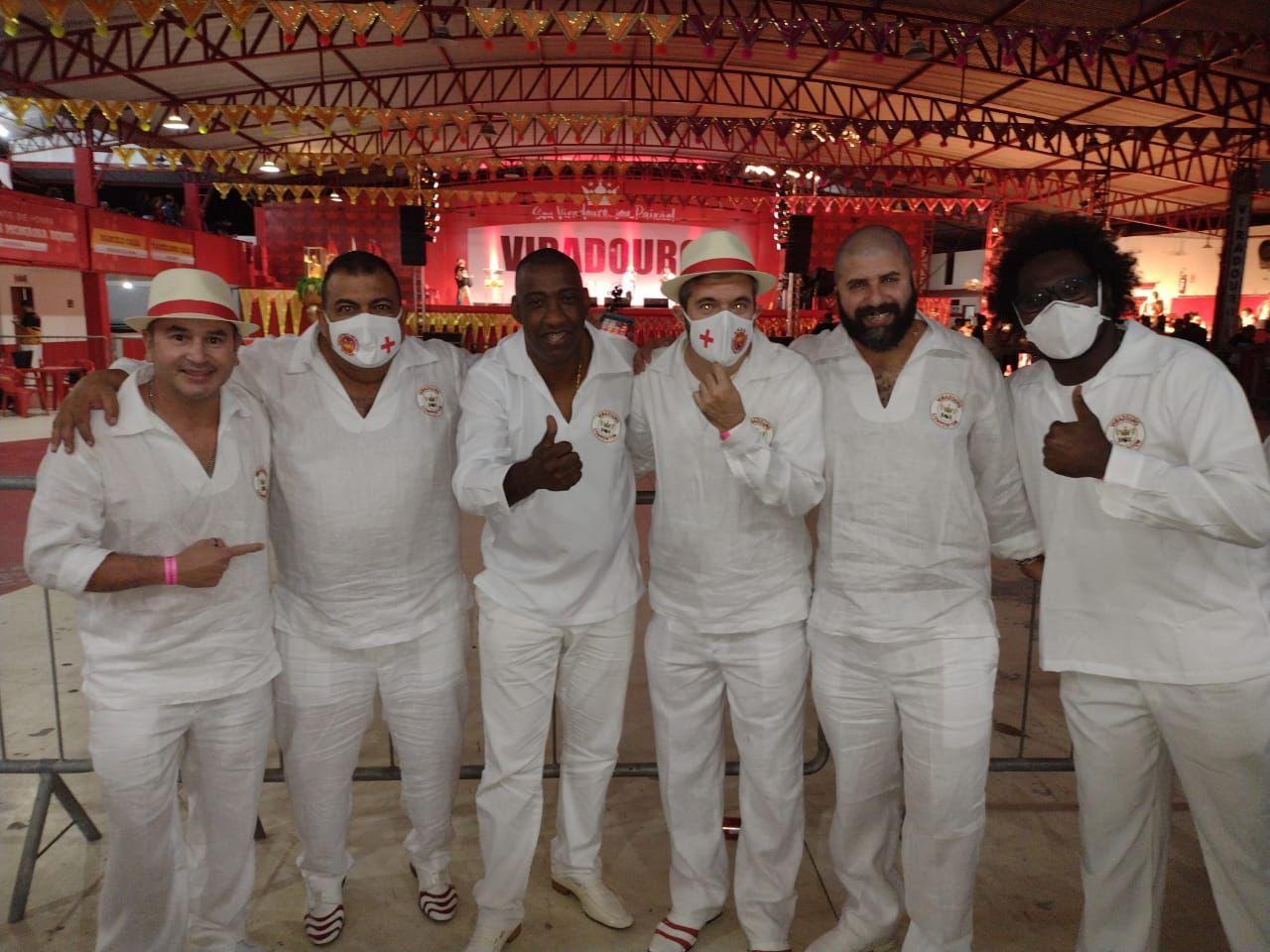 Da direita pra esquerda: Guto Intérprete (cantor friburguense, defendeu o samba junto a outros cantores); Devid Gonçalves (compositor friburguense); Felipe Filósofo; Ito Melodia (cantor que defendeu o samba); Porkinho e Fábio Borges
