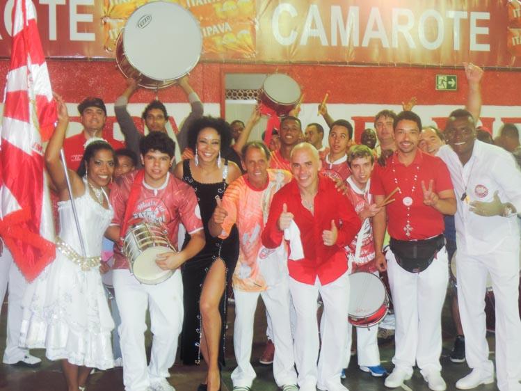 A empolgação dos integrantes da vermelho e branco, com destaque para Alessandra (e) e Betão (c) (Divulgação)