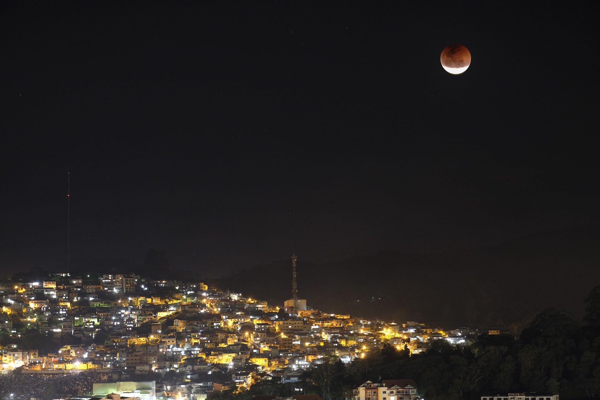 O eclipse de um ano atrás, fotografado por Pedro Bessa