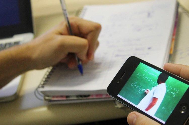 Professores em home office podem receber vale-internet