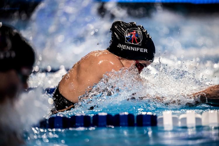Jhennifer em ação na Hungria: décimo recorde sul-americano da carreira alcançado na competição