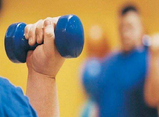 Manter uma rotina de exercícios, controlar o peso e as taxas são fundamentais para minimizar efeitos em caso de contrair o vírus