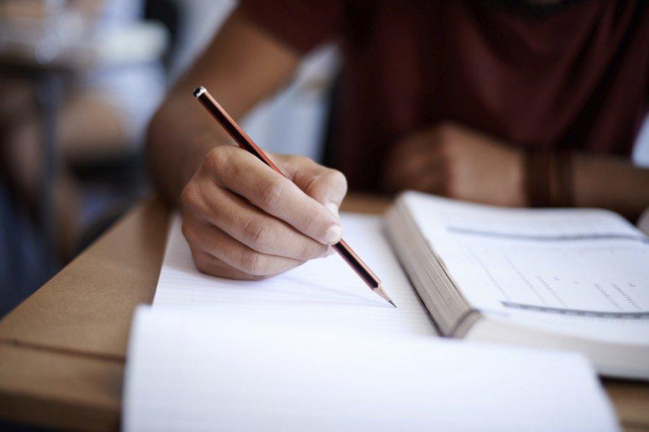 Grupos de troca de livros baixam gastos com material escolar em 60%