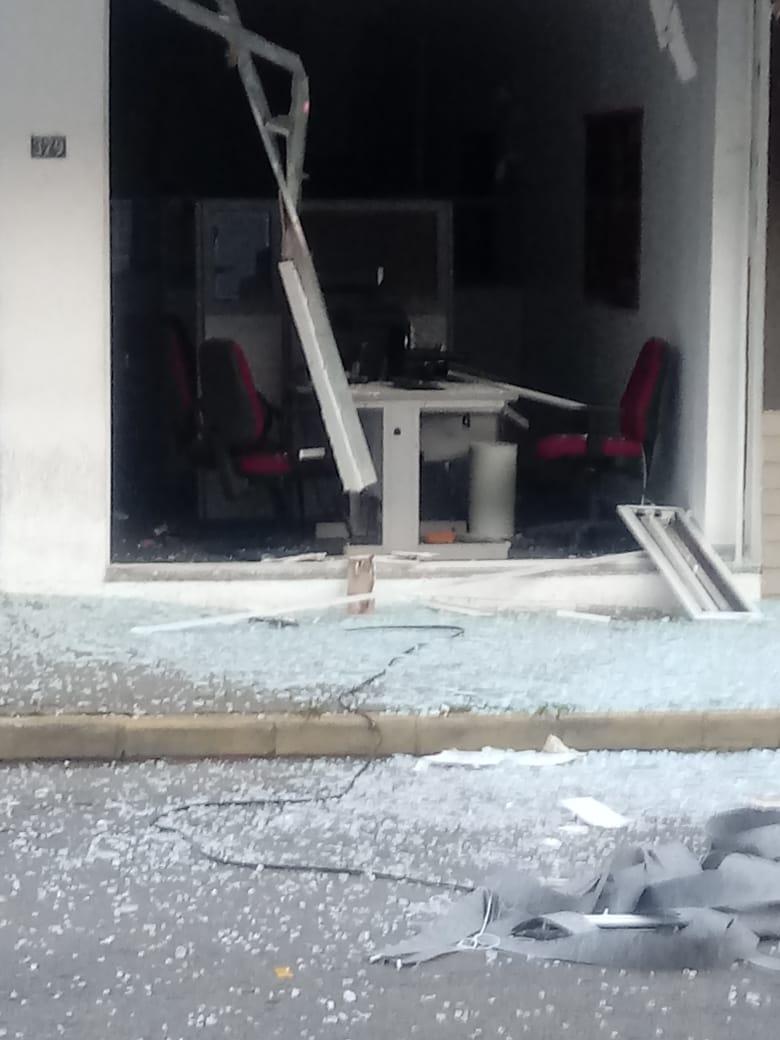 A agência após a explosão (Fotos de leitor)