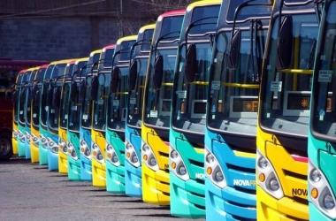 Ônibus da Faol no pátio da empresa (Foto: Jordan Silva)