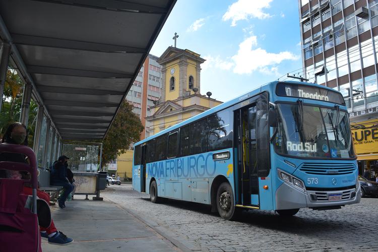 Ônibus da Faol circulando em Friburgo (Arquivo AVS/ Henrique Pinheiro)