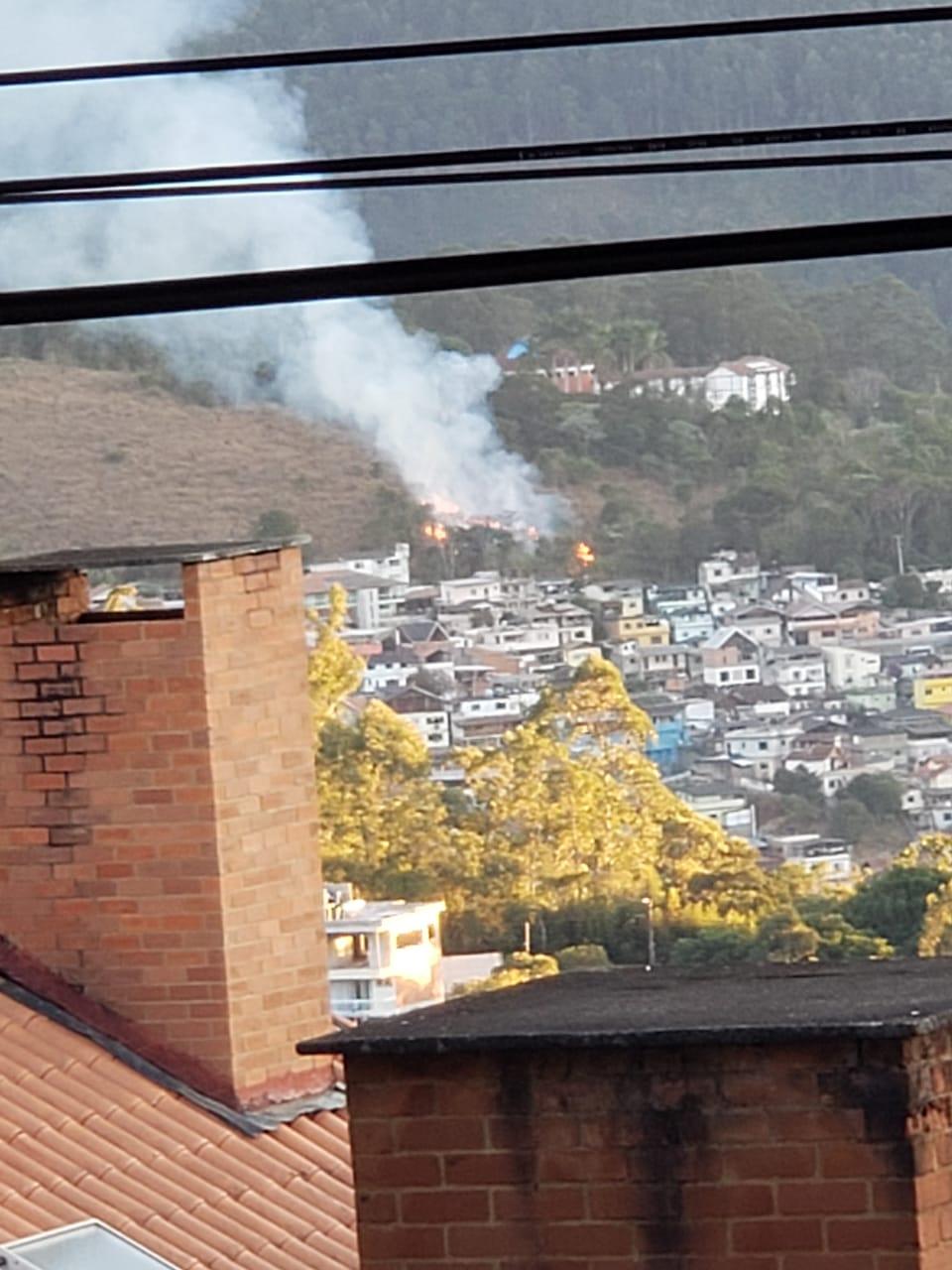 O fogo na mata (Foto de leitor)