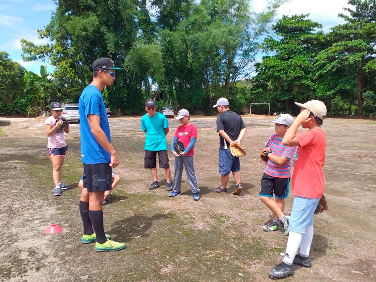 Prática do baseball volta a ser fomentada entre jovens nas escolas friburguenses