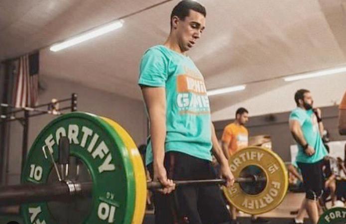 O jovem Bernardo se destaca em competição de Crossfit, adaptada à realidade de pandemia