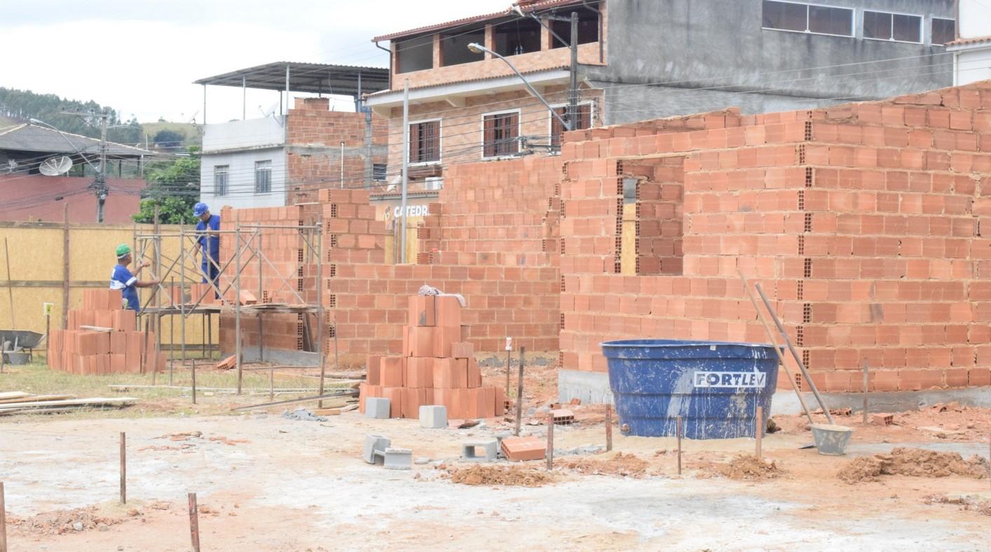 As obras já tiveram início e nova unidade vai ajudar a desafogar o hospital municipal (Foto: Cícero Marra)