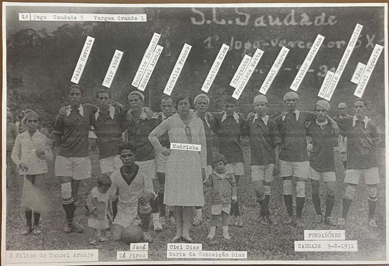 Foto do primeiro time de futebol do Esporte Clube Saudade: na ocasião, vitória por 5 a 1 contra o Vargem Grande