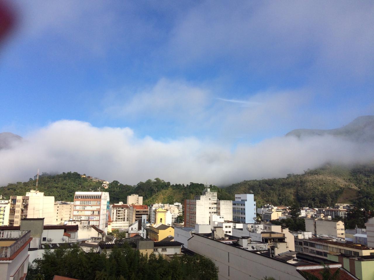 O Centro de Nova Friburgo nesta segunda de manhã cedo (Foto: Adriana Oliveira)