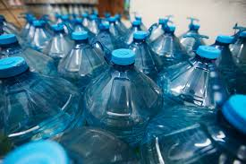 Prefeitura faz licitação para gastar mais de R$ 73 mil com água mineral