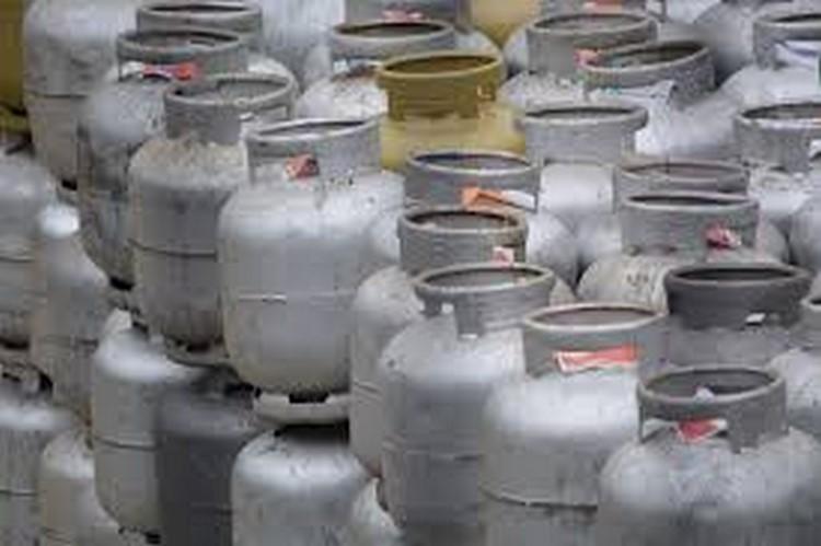 Gás de cozinha volta a ser vendido por até R$ 70 em Friburgo
