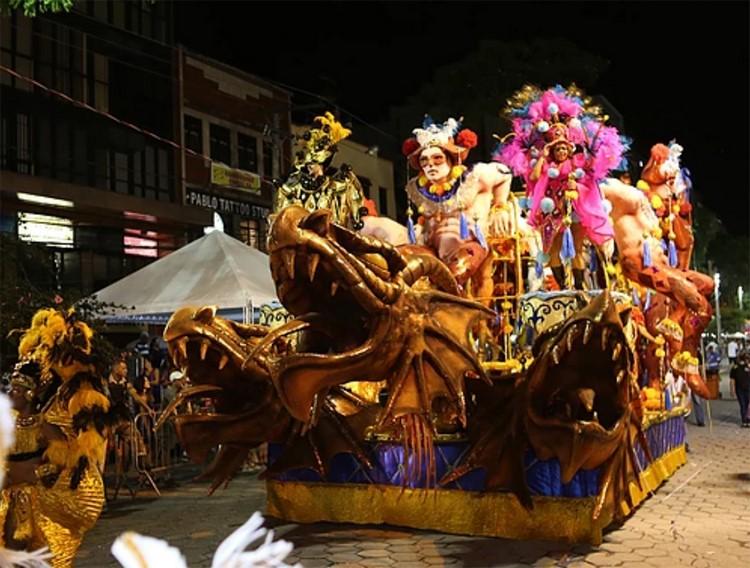 O desfile do Globo de Ouro este ano: agora empatado com Bola Branca (Arquivo AVS)