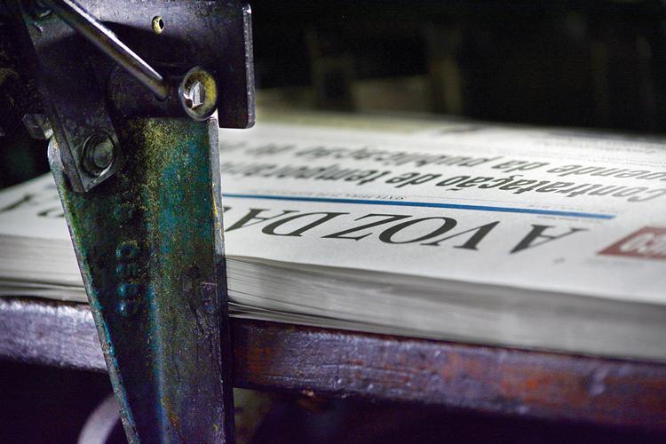 O jornal A VOZ DA SERRA sendo impresso (Arquivo AVS/ Henrique Pinheiro)