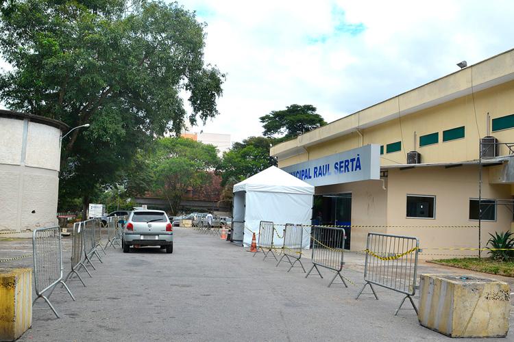 A triagem na entrada da emergência do Raul Sertã (Arquivo AVS/ Henrique Pinheiro)