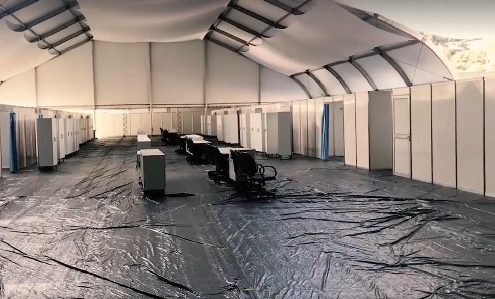 O hospital de campanha em montagem em Conselheiro (Arquivo AVS)