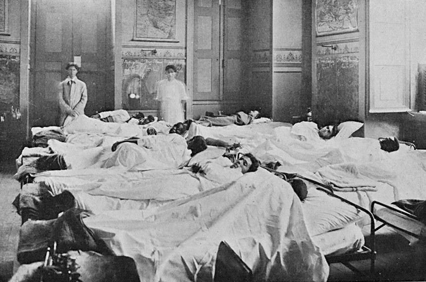 Doentes da gripe espanhola numa enfermaria do Rio em 1918 (Reproduções da web e álbum de família)