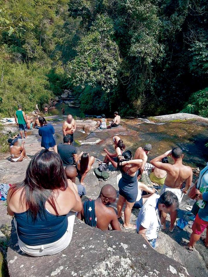Aglomeração na cachoeira de Indiana Jones (Fotos de leitores)