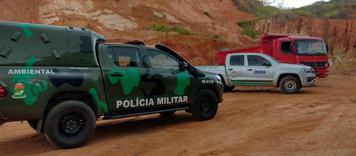 Inea reprime extração ilegal de barro em Macuco