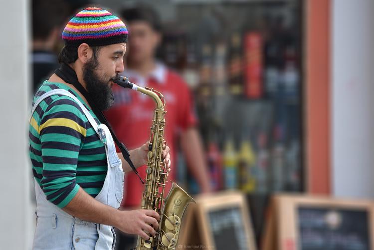 Músico de rua em Friburgo (Foto: Henrique Pinheiro)