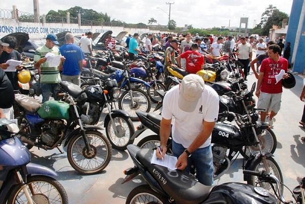 O leilão oferece muitas motos a preços bem acessíveis. Quem as arrematar não precisará pagar multas e o IPVA de anos anteriores, só o de 2018 (Foto: Detro)