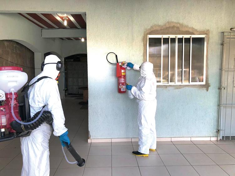 A higienização de ambientes coletivos requer cuidados (Divulgação)