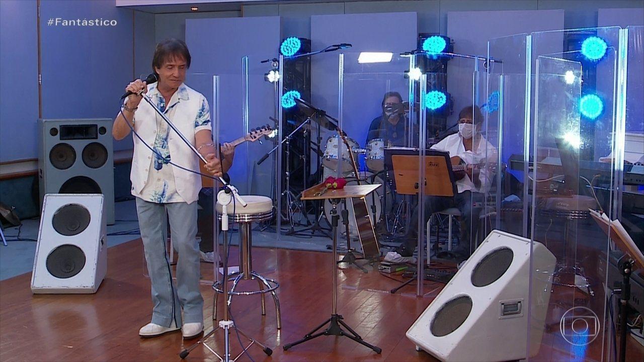 A barreira inicialmente exigida pela prefeitura lembra a usada pela banda de Roberto Carlos na live do Dia das Mães (Reprodução da web)