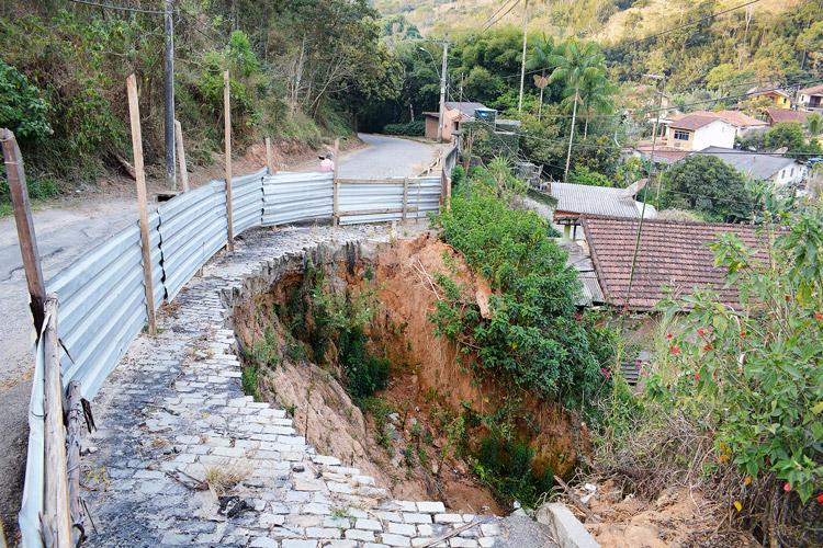 A cratera aberta no Loteamento Tiradentes (Arquivo AVS/ Henrique Pinheiro)