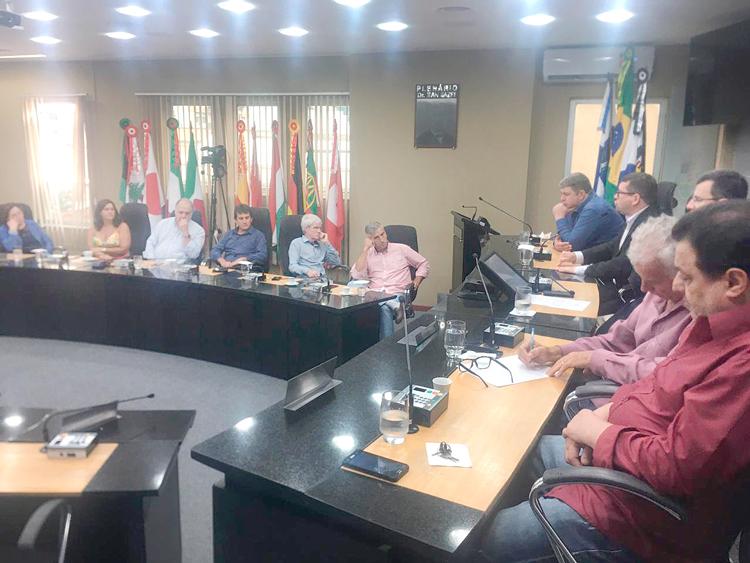 A reunião desta quinta na Câmara para discutir a crise (Fotos: Marcio Madeira)