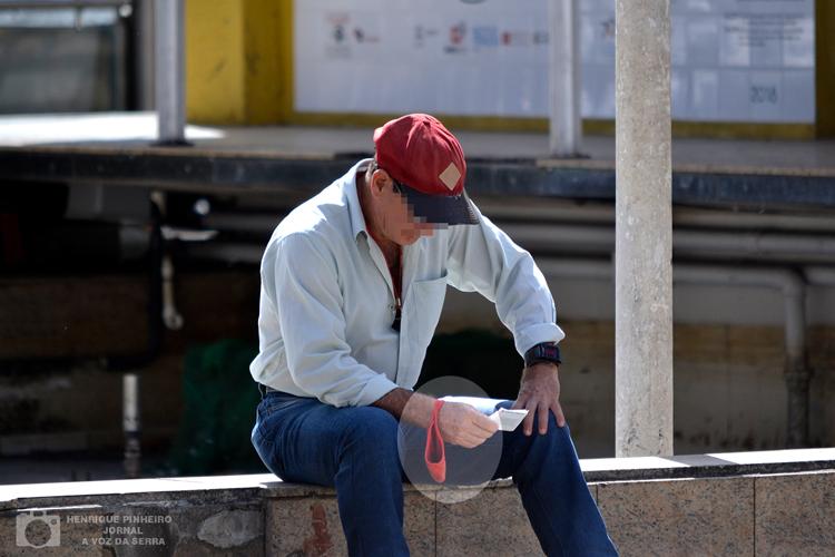 Uma pausa na máscara nas praças de Friburgo (Arquivo AVS/ Henrique Pinheiro)