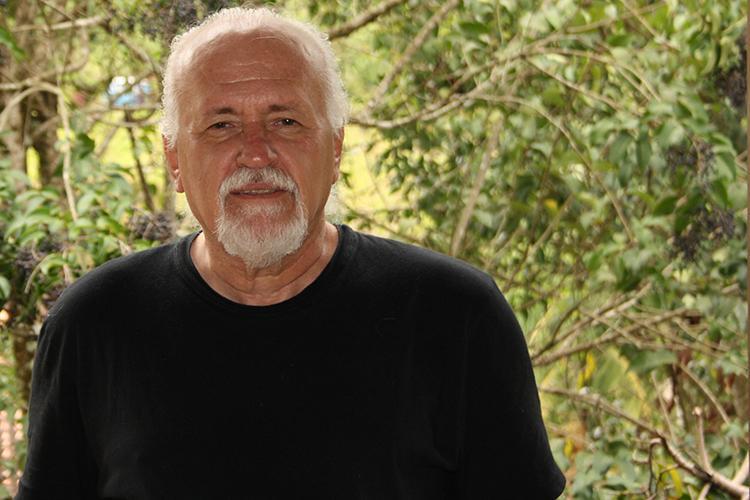 Maurício Siaines lança novo livro pela Amazon