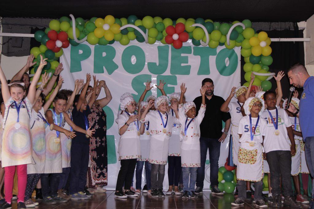 Mini chefs premiados em projeto do Rotary Olaria em parceria com a prefeitura