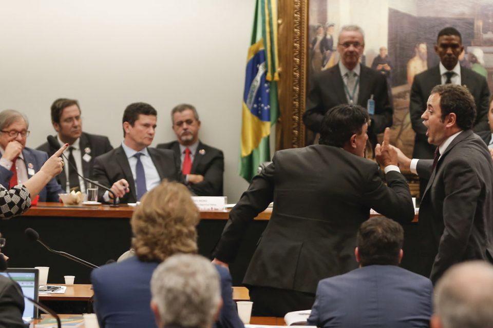 Glauber se exalta durante a sabatina de Moro na Câmara (Foto: Gabriela Bilo/ Estadão)