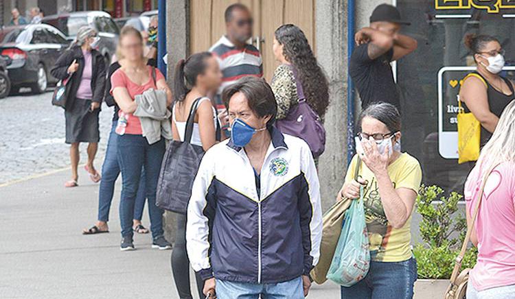 Movimento nas ruas da cidade em plena pandemia (Foto: Henrique Pinheiro)
