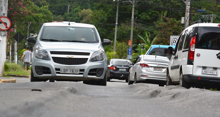 As ondulações no asfalto na RJ-130, em Duas Pedras (Arquivo AVS/ Henrique Pinheiro)