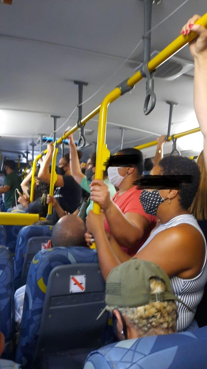 Ônibus da Faol lotado nesta quinta-feira (Foto de leitor)