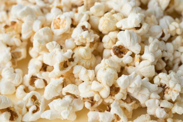 Pipoca agora pode: novo decreto libera alimentos e bebidas nos cinemas