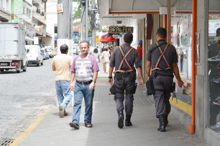 Policiais nas ruas de Nova Friburgo (Arquivo AVS)