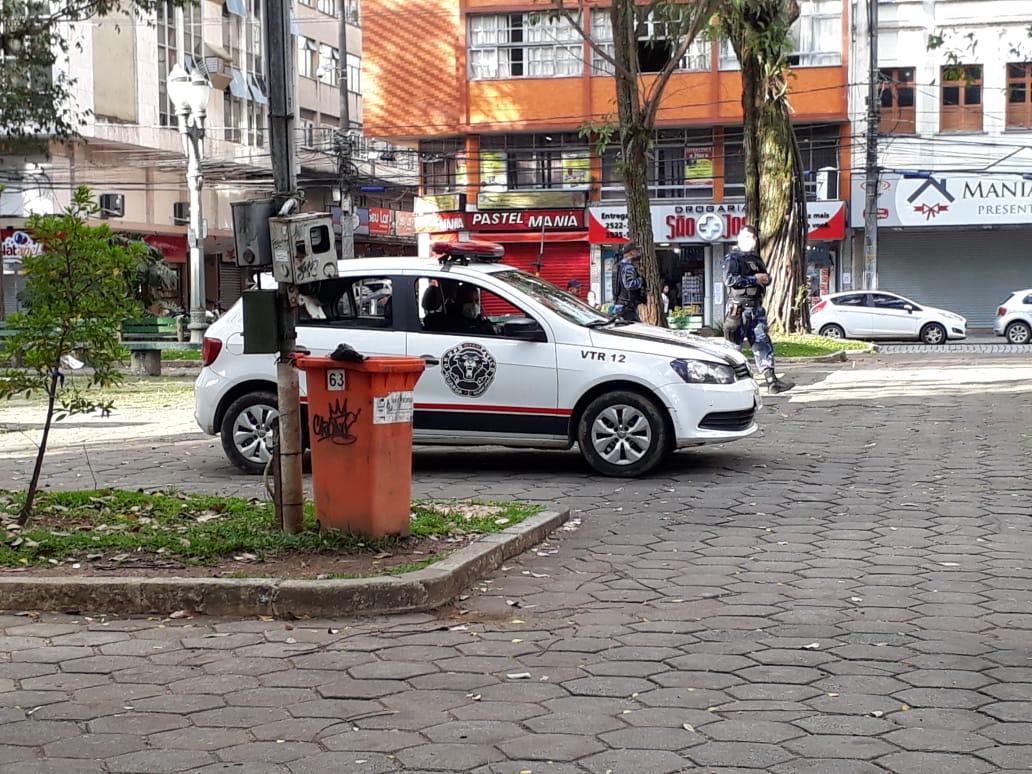 Carro da Guarda Municipal fazendo varredura na Praça Getúlio Vaegas (Arquivo AVS/ Henrique Pinheiro)