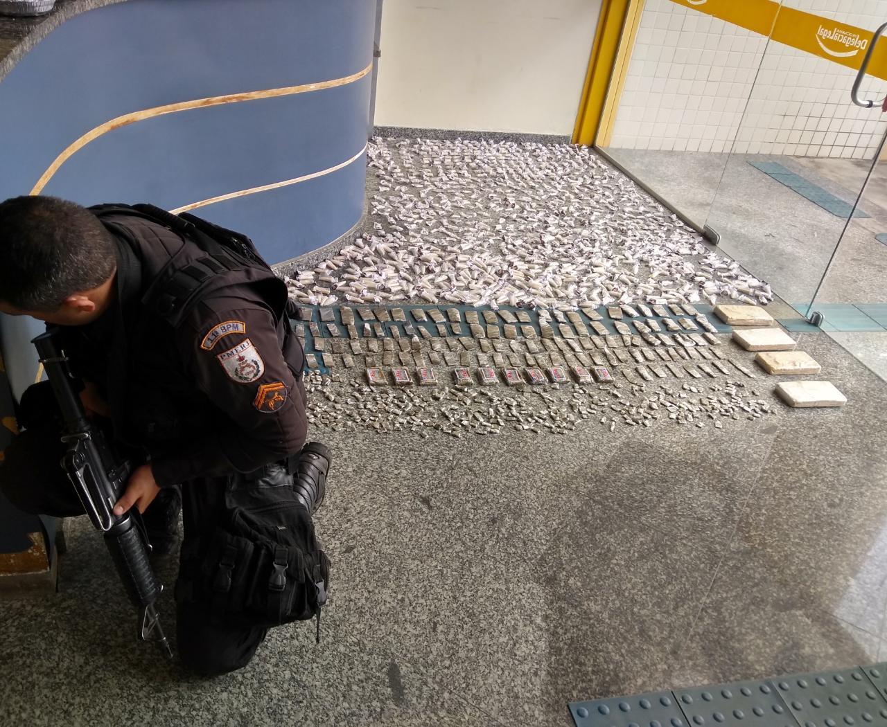 A grande quantidade de drogas apreendida em Cordeiro (Foto: 11 BPM)