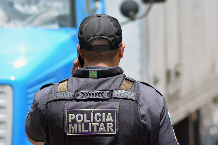 Policiais prendem suspeito por tráfico de drogas no Três Irmãos